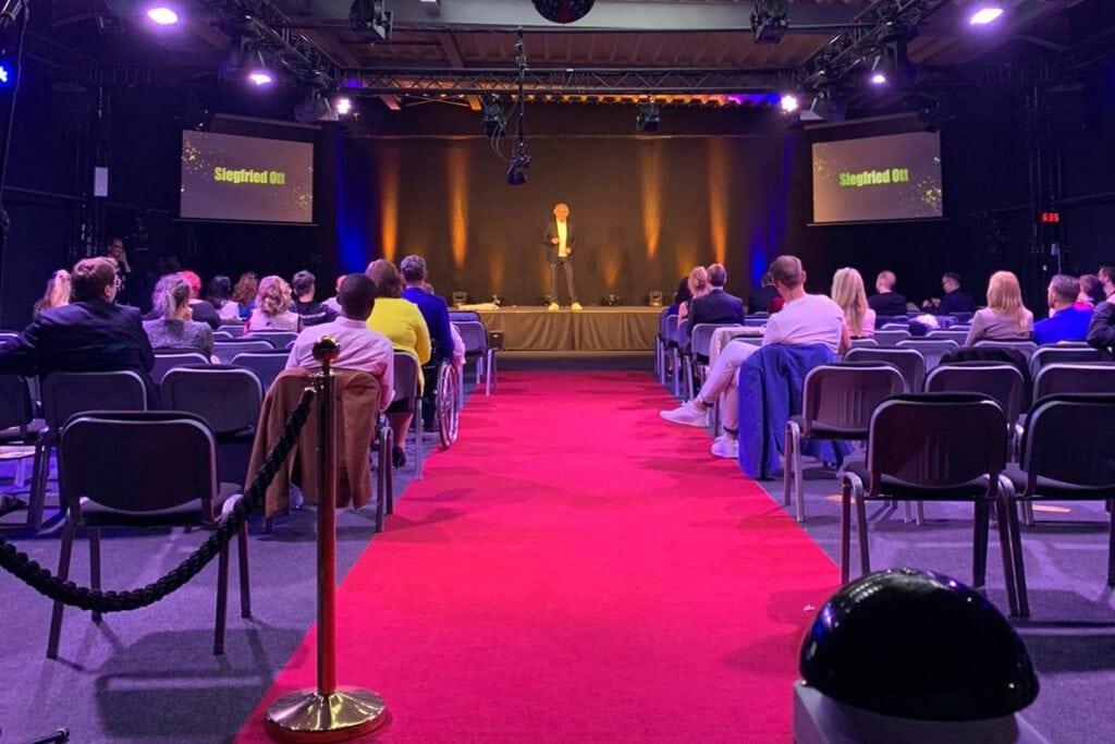 Der rote Teppich für Speaker Siegfried Ott