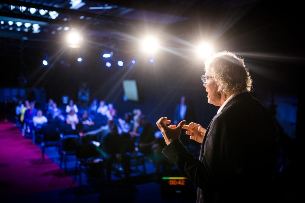 Siegfried Ott begeistert auf der Bühne das Publikum
